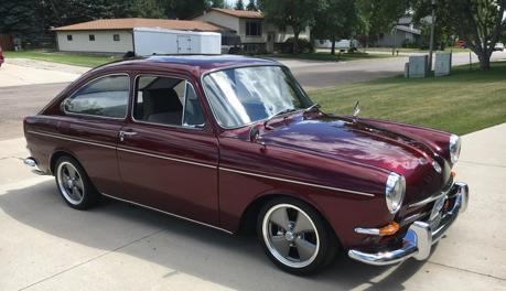 還記得小時候坐過的車嗎? 美男找回老爸38年前的愛車並修好它