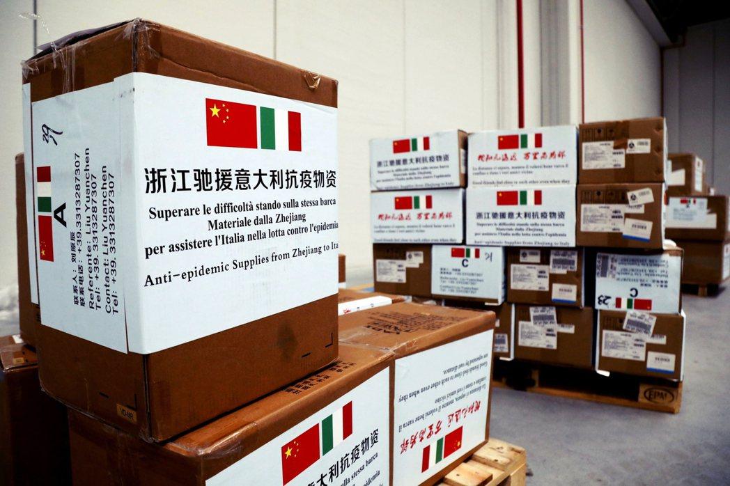 無論這批來自中國的口罩物資,究竟是「捐的」還「賣的」?在全球斷貨之中能被北京優先...