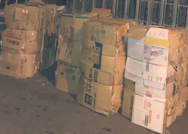 一名全聯資深員工PO文提到,他們店內的紙箱比一般時期多出好幾倍,進貨量也比平常多,這樣的現象讓他不禁直呼「這麼多貨,真的比中元節還誇張!」 圖擷自Dcard