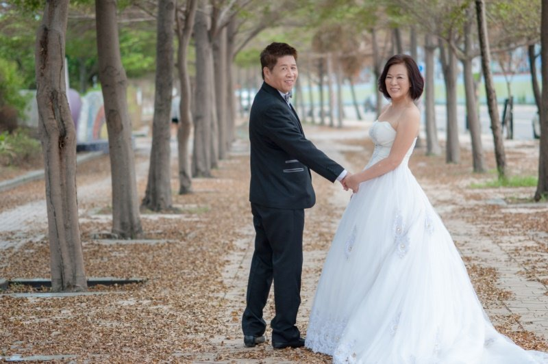 67歲的施瑞琴5年前找到Mr.Right,嫁給大她4歲的張卓賢,兩人婚紗照難掩濃...