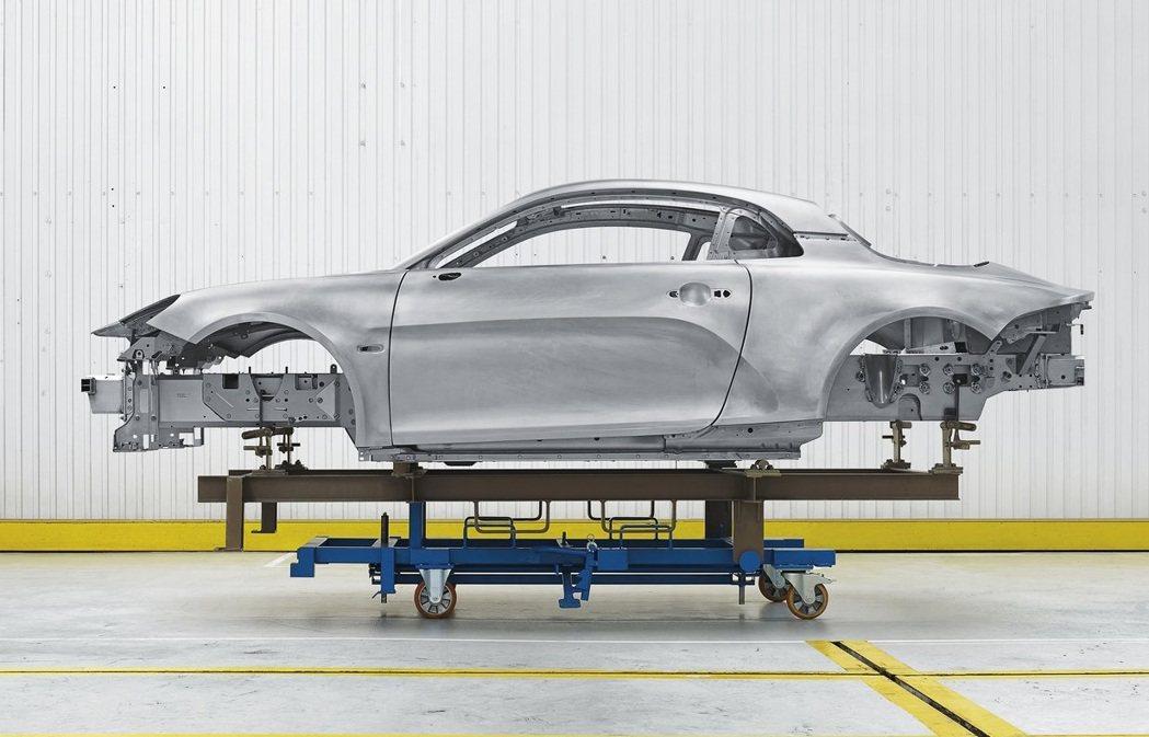Alpine A110全車採用輕量化的鋁合金車架。 摘自Alpine