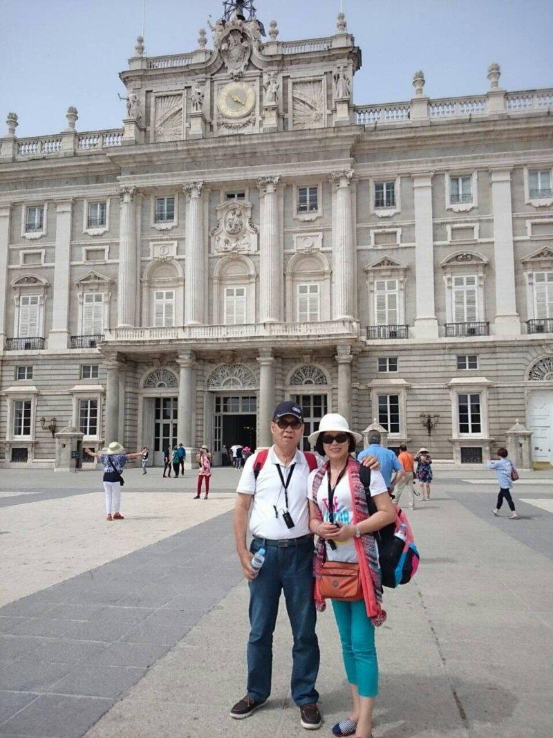 施瑞琴和丈夫張卓賢結婚前到歐洲旅行,留下幸福的畫面。 圖/施瑞琴 提供