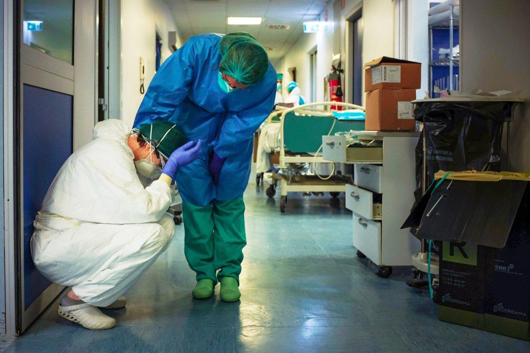 截至3月23日,義大利累計確診即將達到6萬,死亡病例已超過5,400例。圖為疫情...