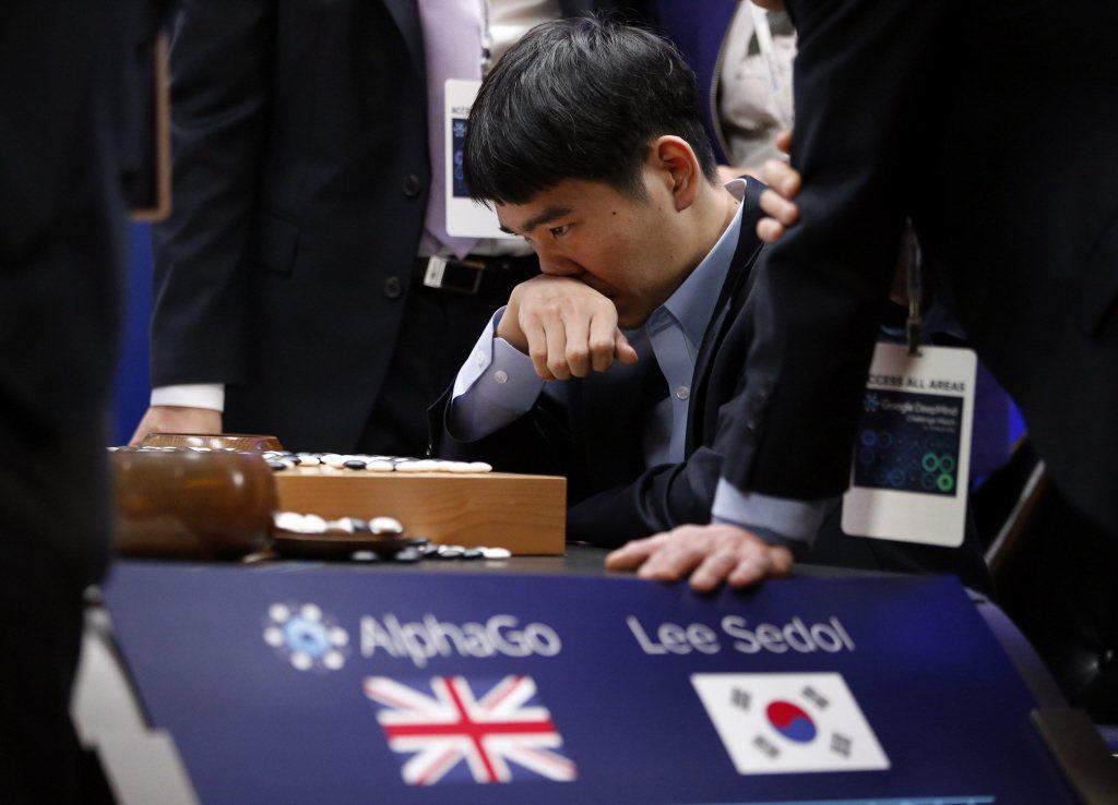 2016年3月,AlphaGo與世界圍棋冠軍李世石對弈。 圖/美聯社