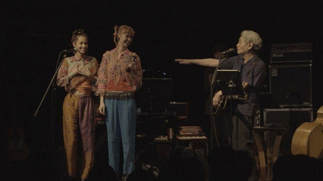 細野先生邀請迷妹水原希子(左)與水原佑果(右)一同表演@Yahoo!電影