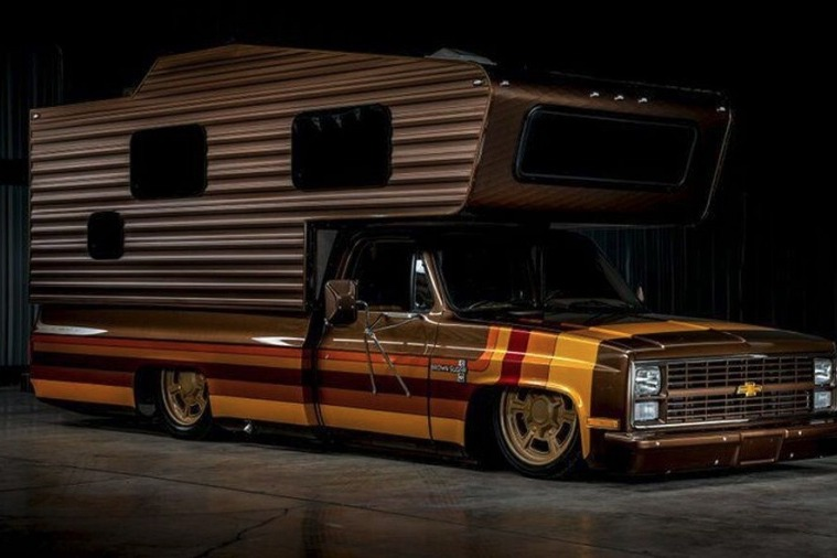 預防疫情在家悶壞了?上網買輛V8露營車吧到哪都待在家!