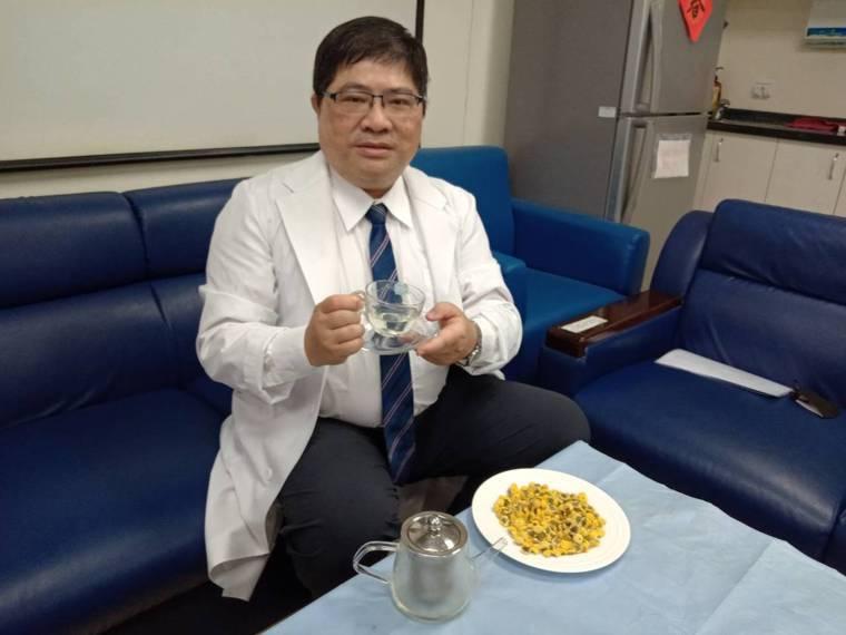 大仁科大藥學系副教授洪啟庭(見圖)與日本醫界一項合作研究發現,菊花裡頭的倍半萜成...