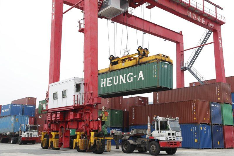 南韓釜山貨櫃碼頭。  歐新社