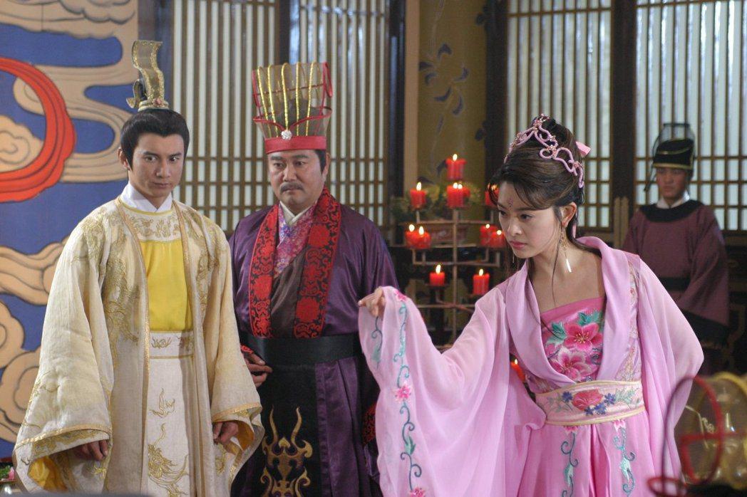 劉真(右)在「他愛江山我愛美人」中與吳奇隆(左)合作。圖/摘自臉書