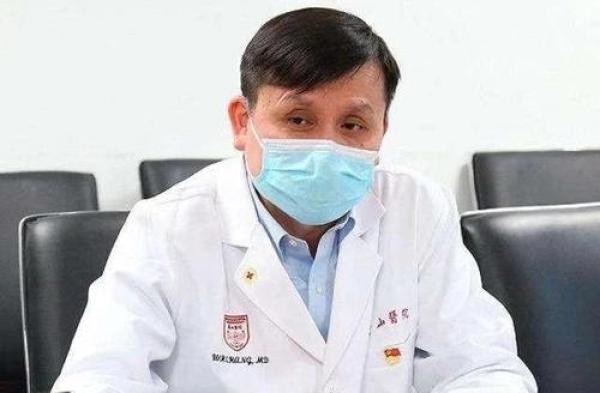 復旦大學附屬華山醫院感染科主任張文宏認為,上海民眾現在可以逐步恢復正常工作與生活。(取自《澎湃新聞》)
