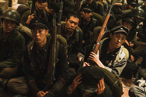 「長沙里之戰:被遺忘的英雄」改編自真實歷史事件,在韓國上映當時擊敗同檔好萊塢大片「從前,有個好萊塢」、「捍衛生死線」,蟬聯7天票房冠軍!「變形金剛」好萊塢女星梅根福克斯,這次特地跨國飾演戰地記者「瑪...