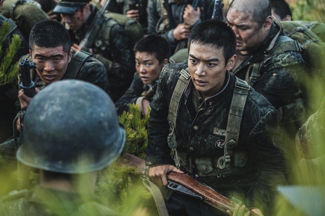 崔岷豪劇中飾演學生兵隊長。圖/車庫娛樂提供