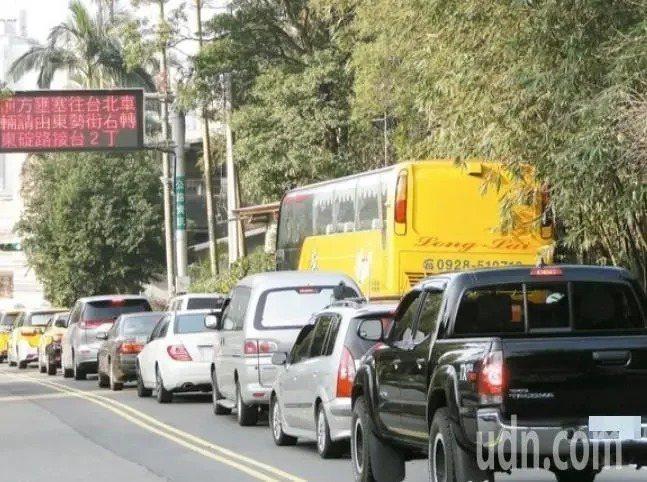 交通部公路總局公布清明連假易塞路段。聯合報系資料照
