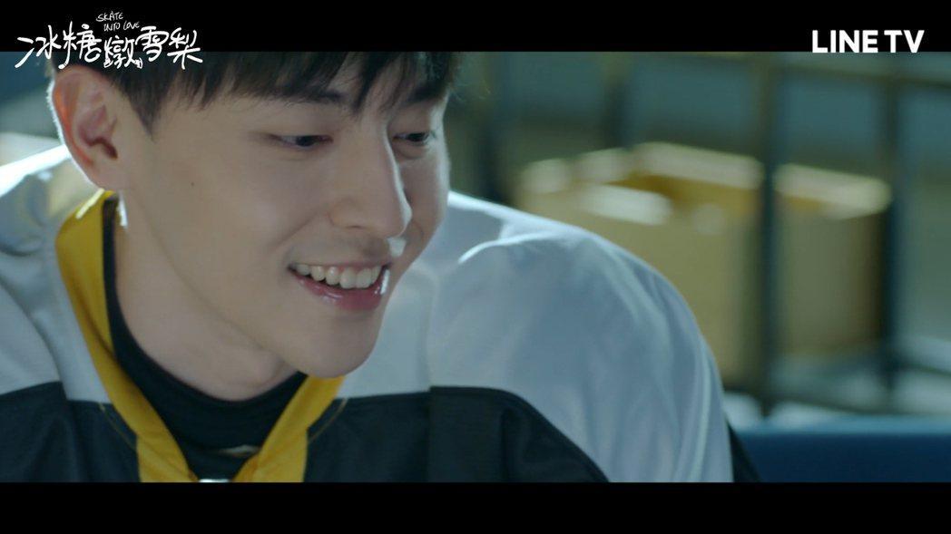 鄧倫客串飾演世界級冰球運動員徐峰。圖/LINE TV提供