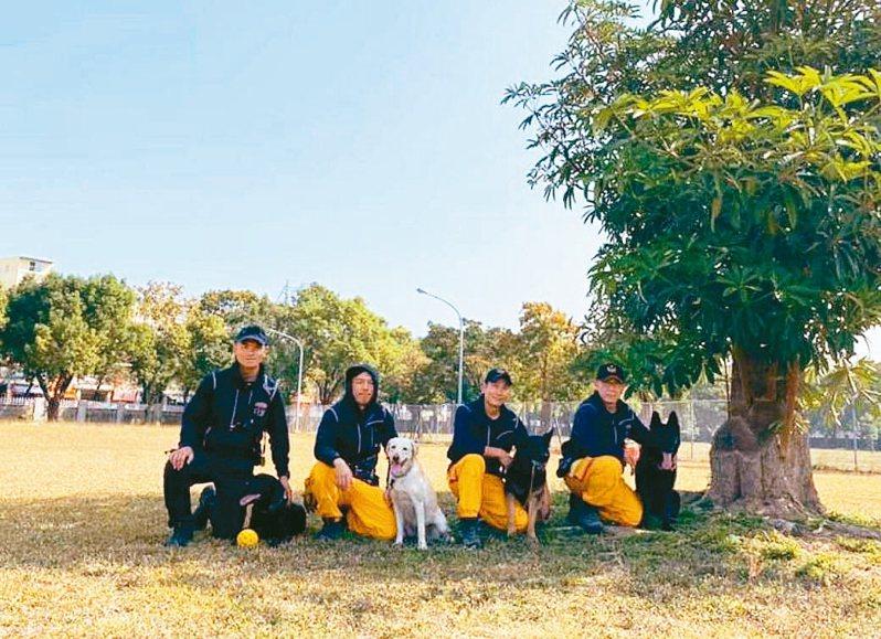 桃園市政府搜救犬隊有4名領犬員、5隻正式搜救犬及2隻培訓犬。 圖/桃園市消防局特搜大隊第一搜救分隊提供