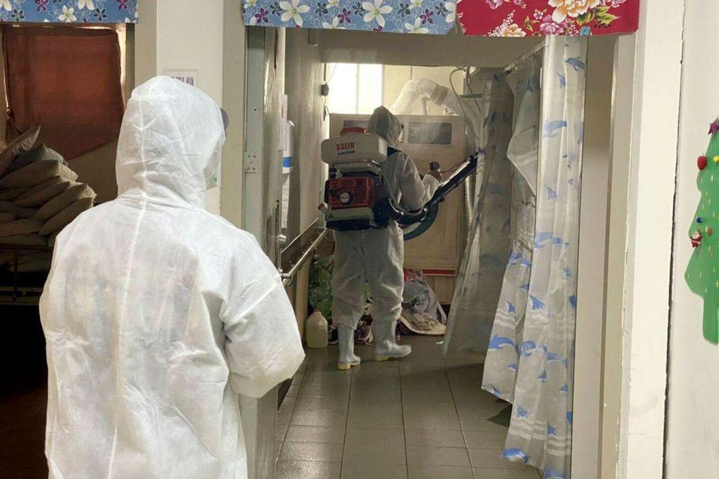 桃園市長照機構護理師確診,發病後仍回去上班,該機構全面消毒。圖/市府衛生局提供