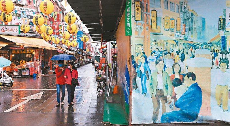 假日的迪化街遊客稀疏,行政院力拚協助受疫情波及產業脫困。圖/聯合報系資料照片