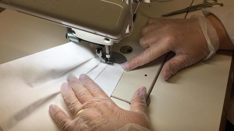 PRADA開始生產8萬份醫療用防護衣與11萬份口罩協助對抗新冠肺炎。圖/PRAD...