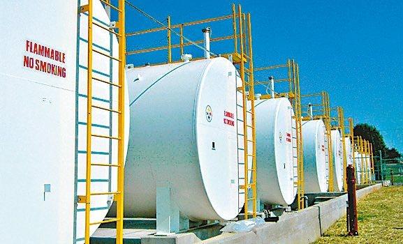 能源角度顧問公司估計,4、5月時每天的燃油需求量將比原先的預估減少270萬桶。 ...