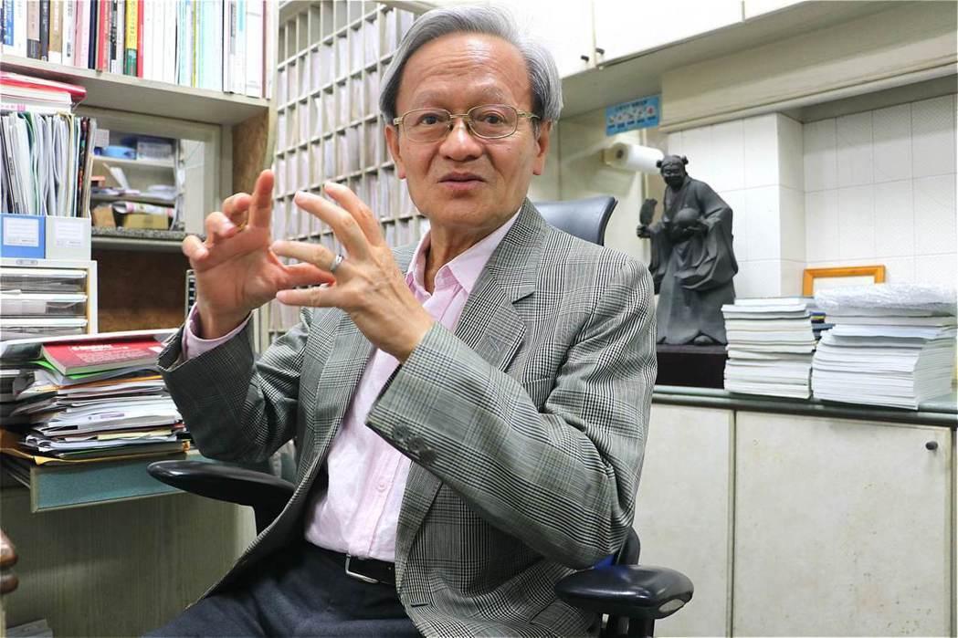 推動社區防疫的小鎮醫師陳錦煌。 圖/林吉洋攝影