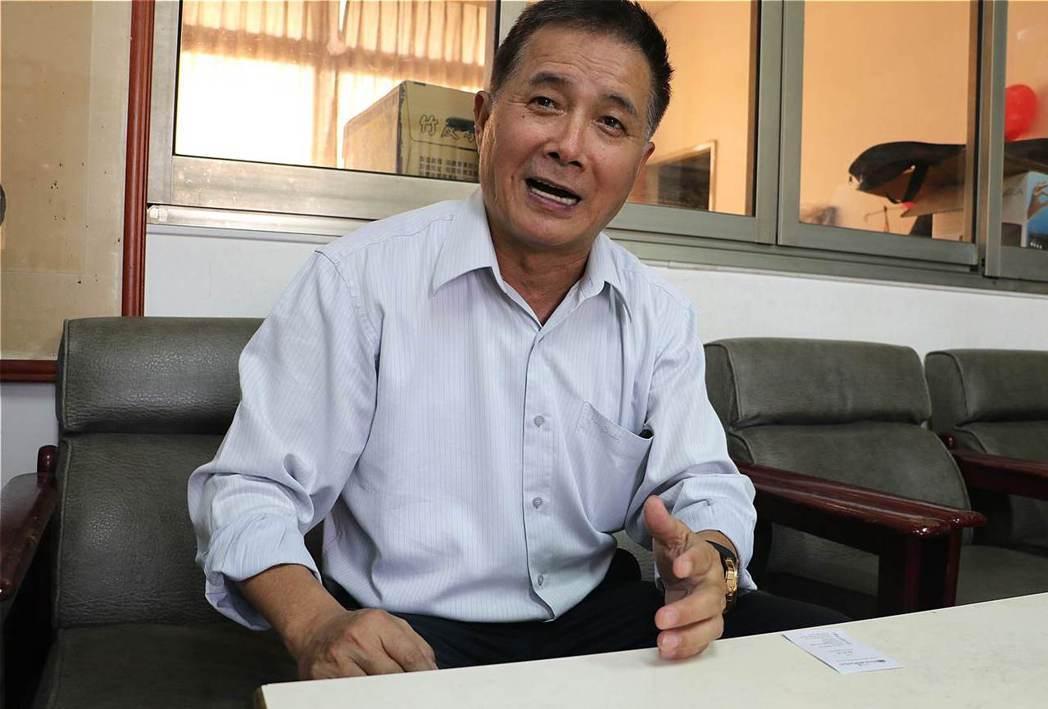 扶緣服務協會理事長陳炳村,舉辦社區防疫課程培力各社區防疫知識。 圖/林吉洋攝影