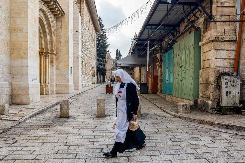 以色列政府認為該法案能縮短找到上游傳播者所需的時間。圖攝於3月22日,以色列耶路撒冷。 圖/法新社