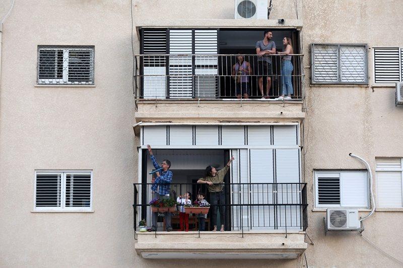 此緊急法案也包括監視需受隔離民眾是否切實執行隔離措施,圖攝於3月23日。 圖/歐新社