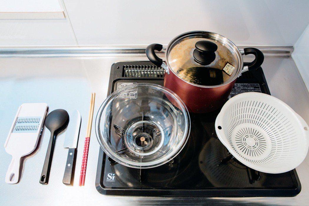 一個深鍋就能煎、煮、炒、炸。圖/幸福文化提供