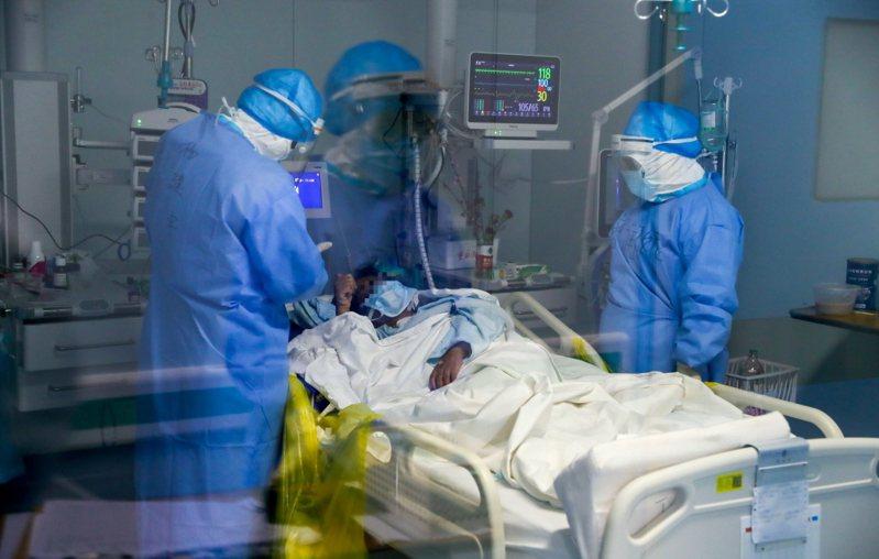 新冠肺炎病患治癒率排名,中國居冠已近9成。 中新社