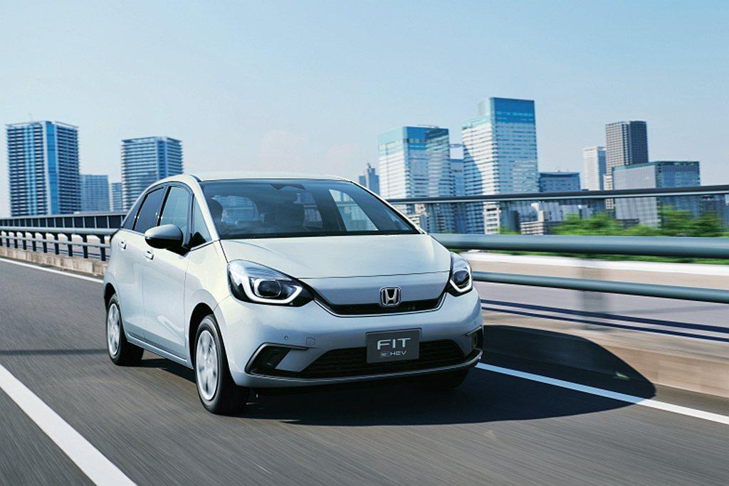全新e:HEV複合動力系統,具備29.4km/L平均油耗表現並有72%買家選擇此...