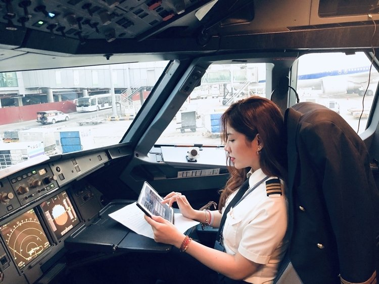 越南美女副機長「Võ Hồng Hạnh」。 圖擷自VnExpress