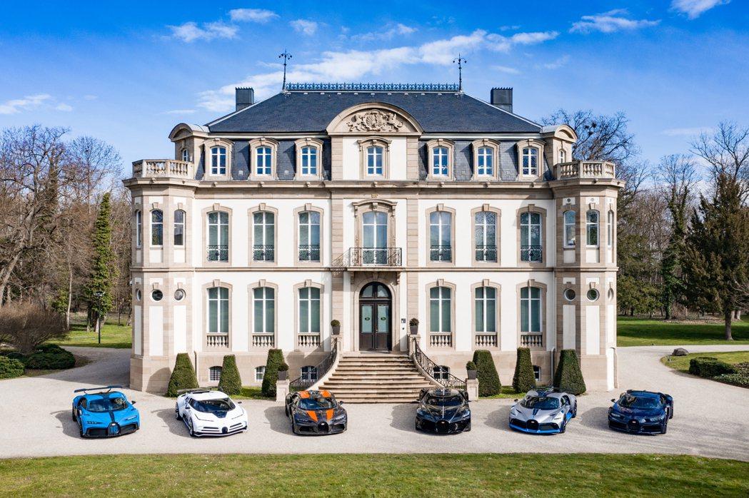 所有的Bugatti Chiron齊聚一堂,總價超過3500萬歐元。 摘自Bug...