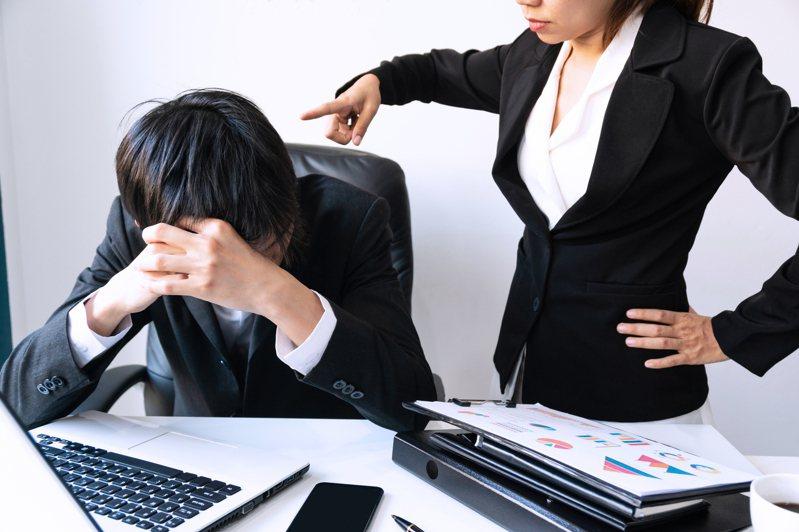 日本網友向公司報告自己的多益成績,卻意外點燃主管的怒火,主管認為他這麼做是在挖苦其他同事。示意圖/ingimage