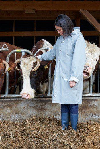 譚君妍與她的夥伴母牛 Romie 18。 Pierre Castignola 提...