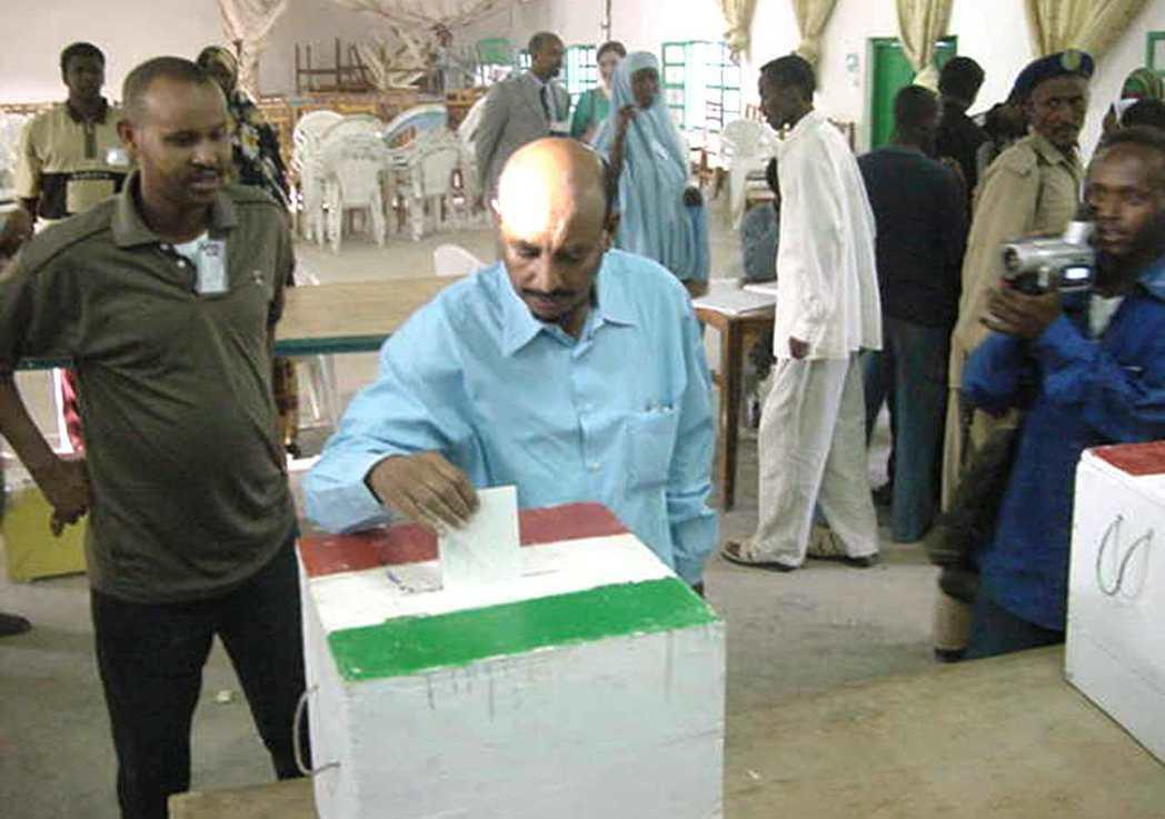 2001年,索馬利蘭公民有9成7投票贊成獨立,旋即遭到索馬利亞TNG嚴厲抨擊,指...