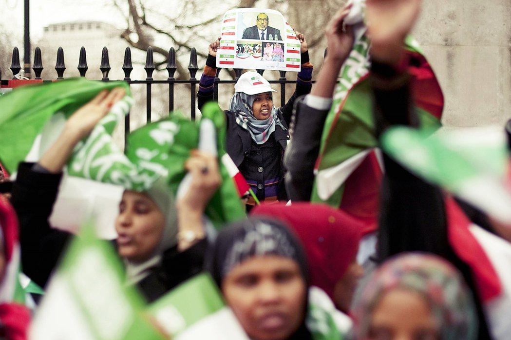 國際強權的競逐抗拮,將成為索馬利蘭獲取國際承認的關鍵槓桿。圖為唐寧街外的索馬利蘭...