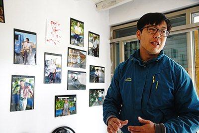 王繼強自高中起,便在溪洲擔任夏令營的志工,也是影像交換所空間發起人。 (攝影/曾信耀)