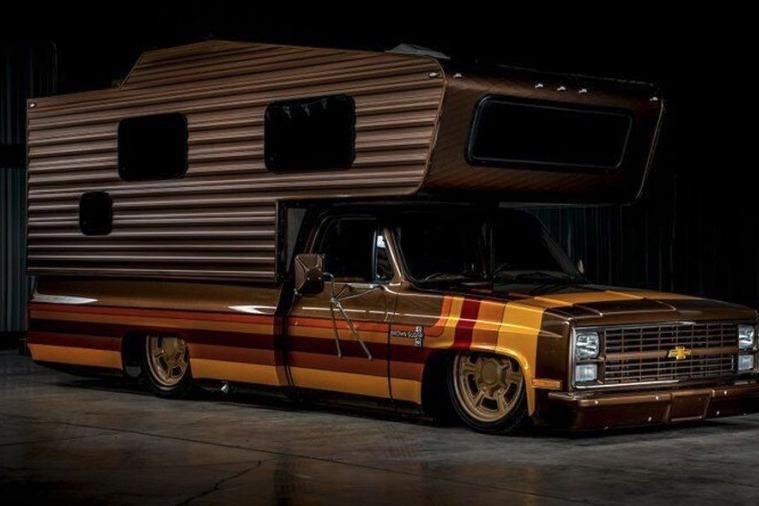預防疫情在家悶壞了?上網買輛V8露營車吧!