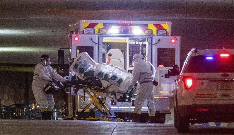 耶魯大學公衛專家卡茨主張,美國應把新冠防疫重點放在保護高風險族群,但以因應流感的方式對待其他族群。圖為內布拉斯加大學醫學中心本月6日收治1名確診病患。美聯社