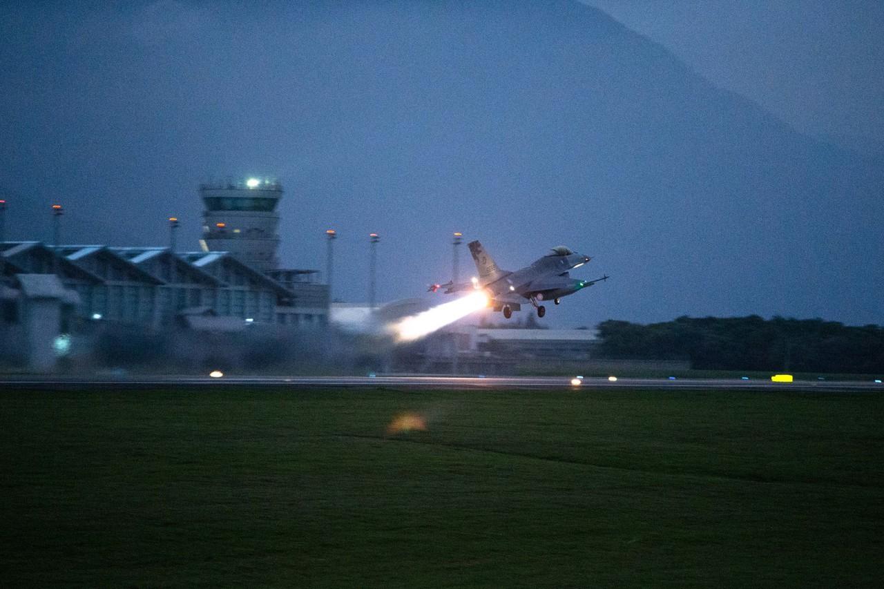 F-16今晚花蓮外海從雷達光點消失 國防部搜救中