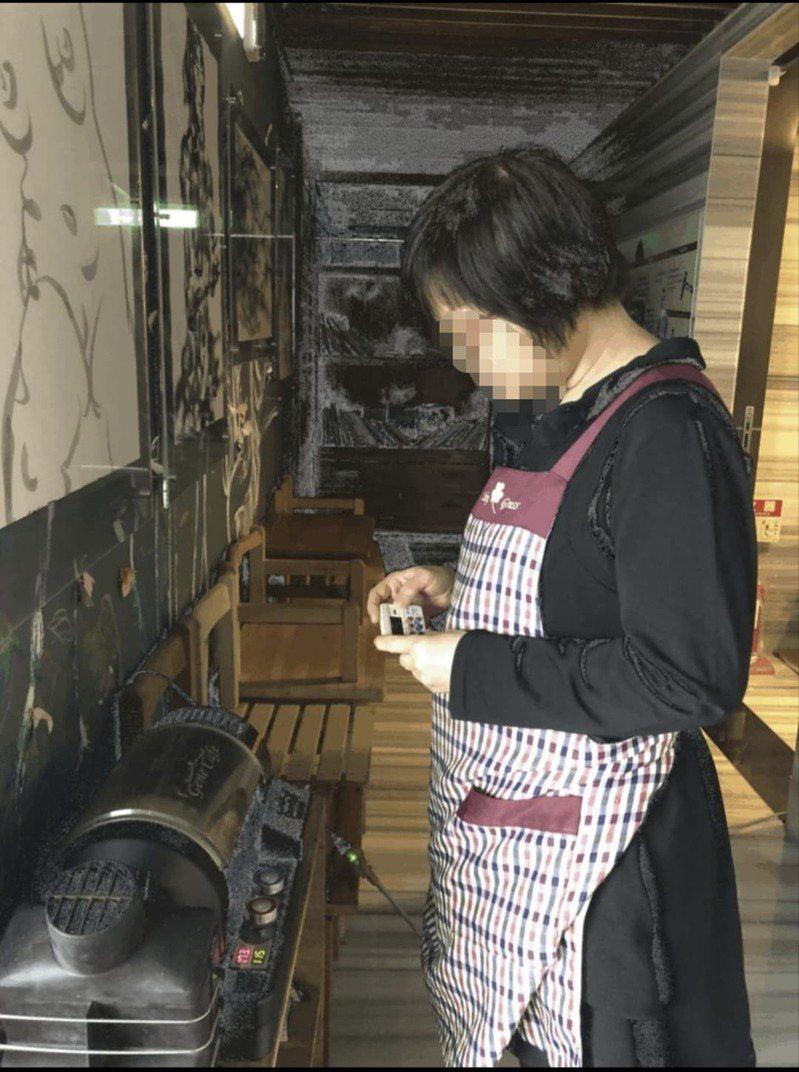 在協會培訓下已能製作麵包與各色甜點,更學會沖調咖啡與養生飲品。圖/基隆就業中心提供