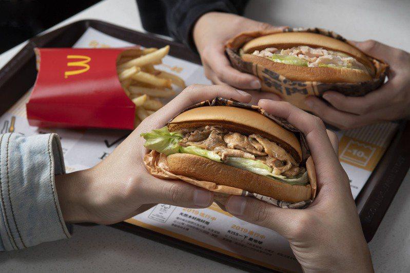 麥當勞推全新「長堡系列」,限時三天拍起來6000份免費吃。 圖/台灣麥當勞提供