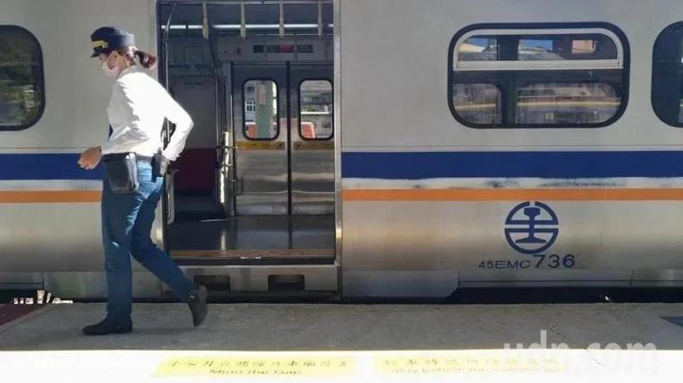 交通部指示台鐵5月1日起,所有車站實施體溫量測。示意圖,非新聞當事人。本報資料照...