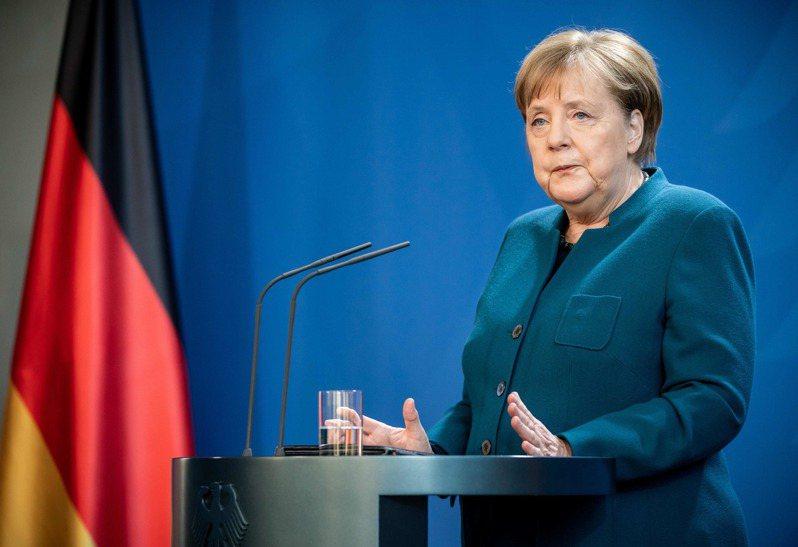 德國總理梅克爾日前接觸過的一名醫師確診新冠肺炎,梅克爾正進行居家隔離,在家辦公。梅克爾初步檢測結果呈現陰性,幾天後將進一步篩檢。法新社
