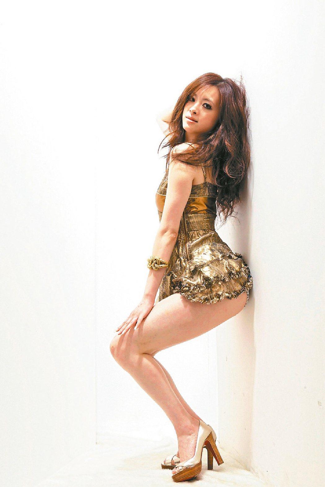 劉真曾出舞蹈寫真書。圖/御女王有限公司提供