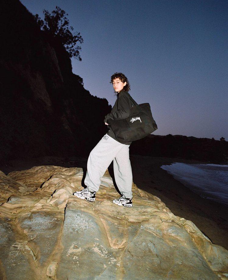 潮牌Stüssy再度與Nike合作,推出包含服飾、鞋款與配件的聯名系列,台灣也能...