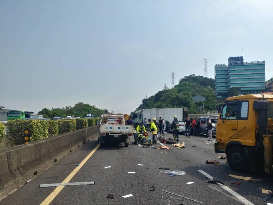 此次事故為7台車連環車禍,並造成1死2傷。記者柯毓庭/翻攝