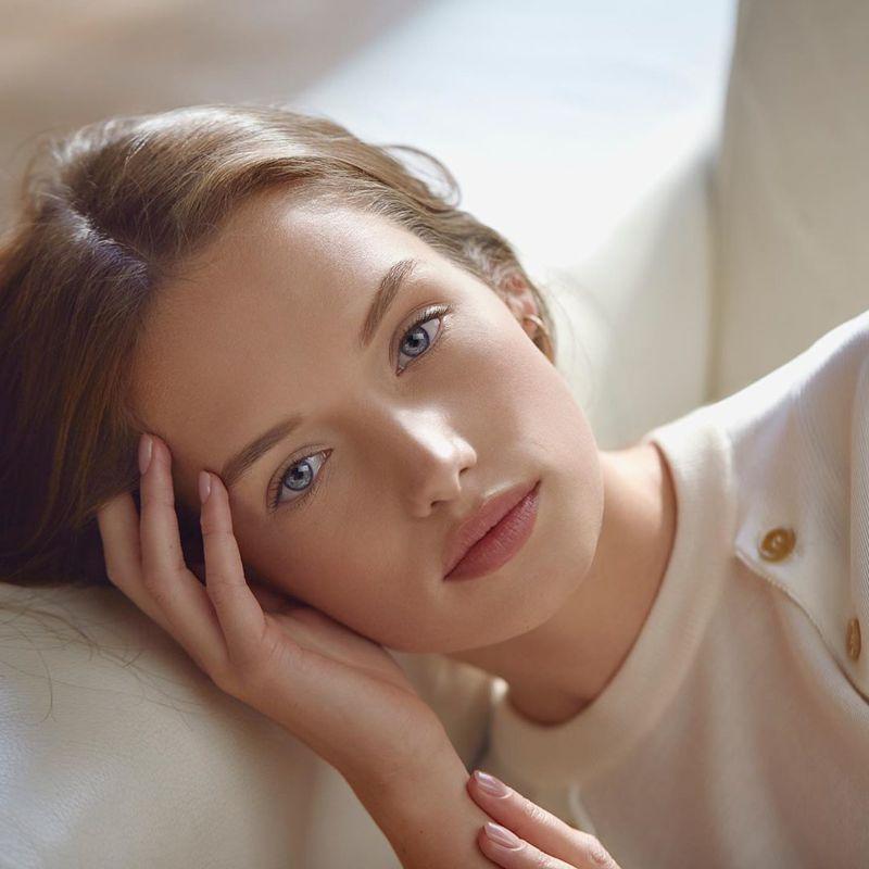 防疫期間每天戴口罩,預防肌膚悶壞,溫和清潔加上深層淨化,可讓肌膚持續水嫩。圖/Sisley提供