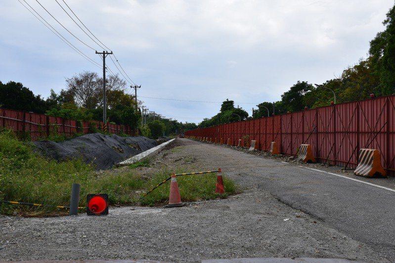 主線道施工區域從新興路與尚志路口起至新興路與瑞美路口止,長度為996公尺,該項工程於107年4月9日開工,目前因變更設計而暫停施工。圖/報系資料照