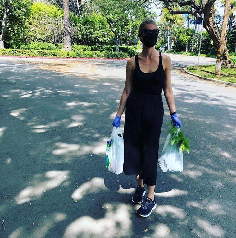 葛妮絲派特洛在IG貼出她外出採購生活雜貨的照片。圖/摘自IG